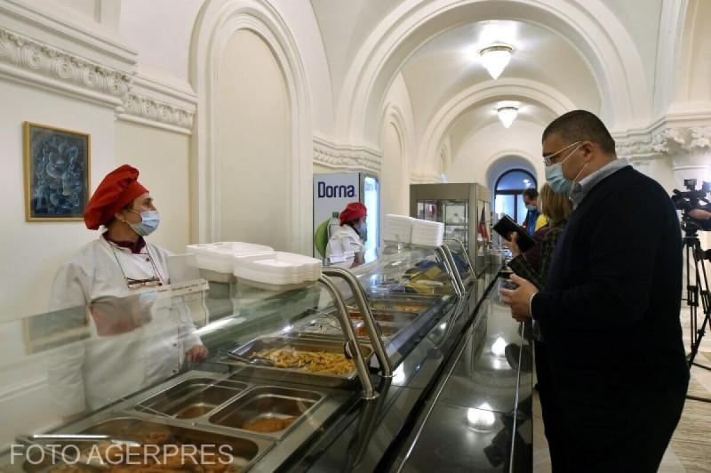 Camera Deputaților concesionează restaurantele și bufetele din Casa Poporului unei firme care să le asigure parlamentarilor o masă zilnică la 15 lei
